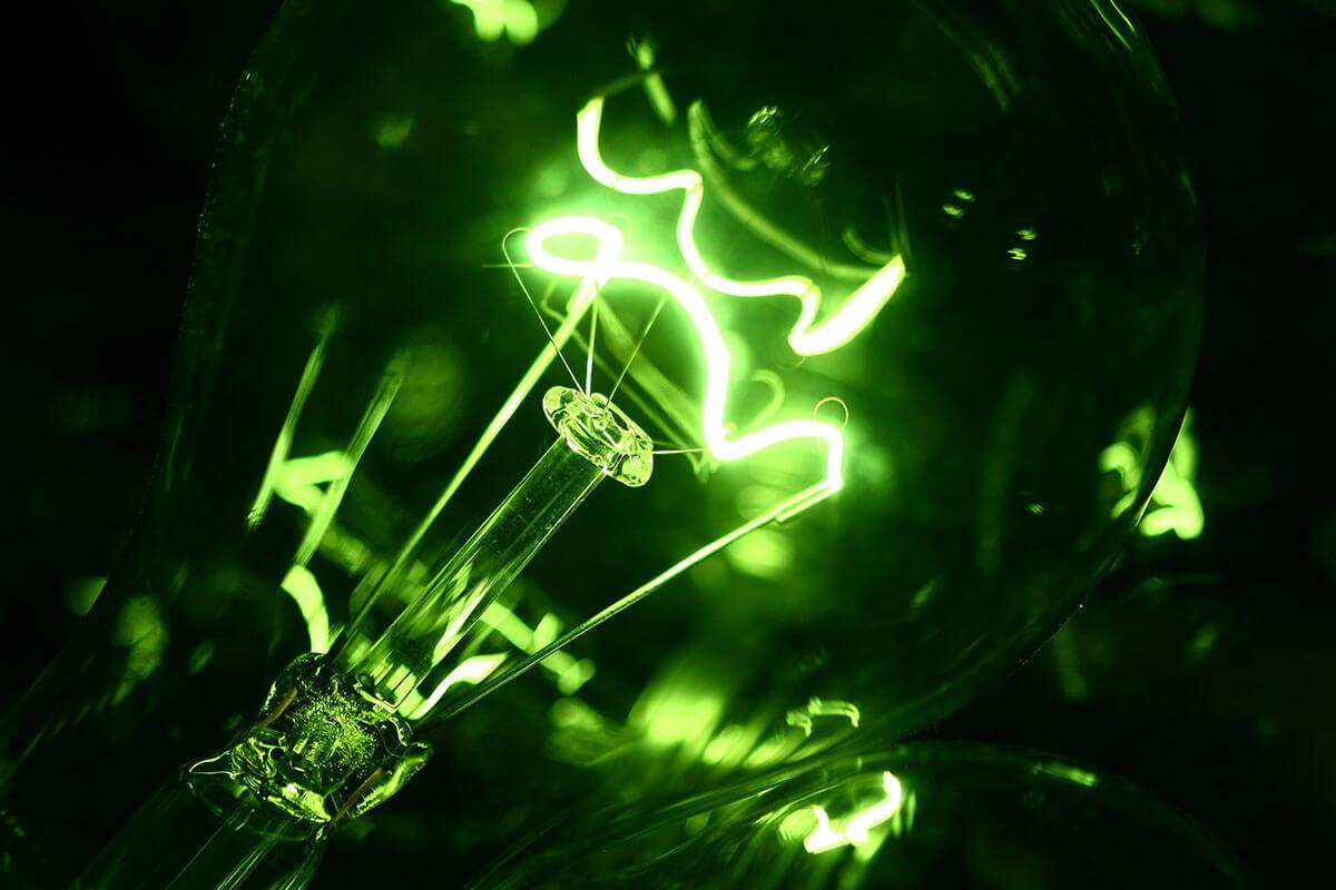 green-flashing-lightbulb